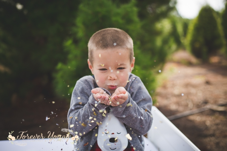 San Diego Christmas Tree Farm Photoshoot | Forever Young Photography By Paige-45